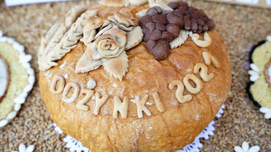 chleb z napisem DOŻYNKI 2021